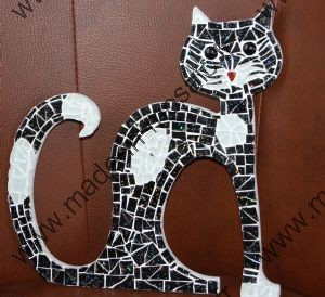 tableau animaux mosaique modele image en mosaiques chat noir blanc de chez made in mosaic. Black Bedroom Furniture Sets. Home Design Ideas