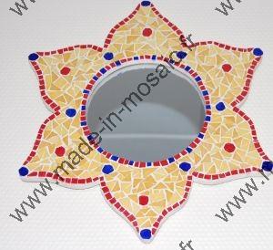 Decouvrez des modeles de miroir en mosaiques de made in for Miroir vitrail modeles