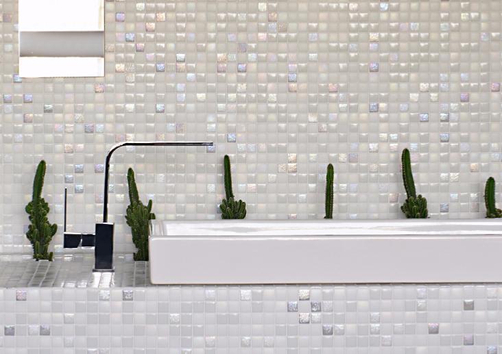 Mosa que p te de verre carr blanc nacr mix plaque for Salle de bain mosaique blanche