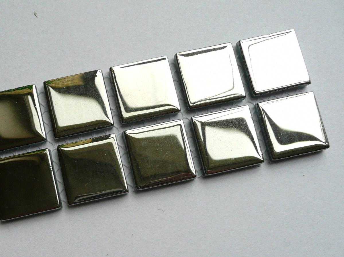 mosa que maux de verre argent plaque mosaique d 39 maux de verre metallis. Black Bedroom Furniture Sets. Home Design Ideas