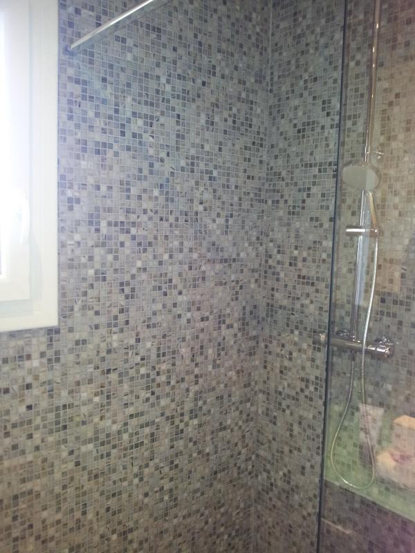 Mosa que discount p tes de verre gris new trianon plaque for Salle de bain mosaique grise