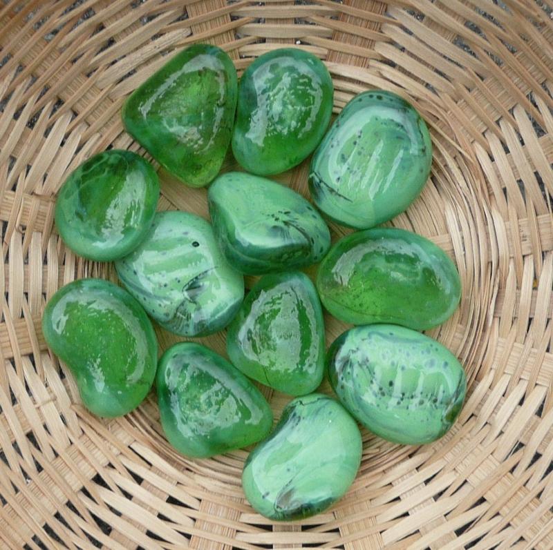 Déco galet verre de couleur vert translucide - Achat de déco en ...