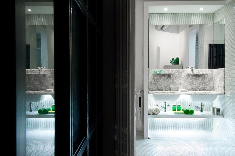 Mosa que p te de verre rond pastille blanc brillant plaque for Salle de bain dans un couloir