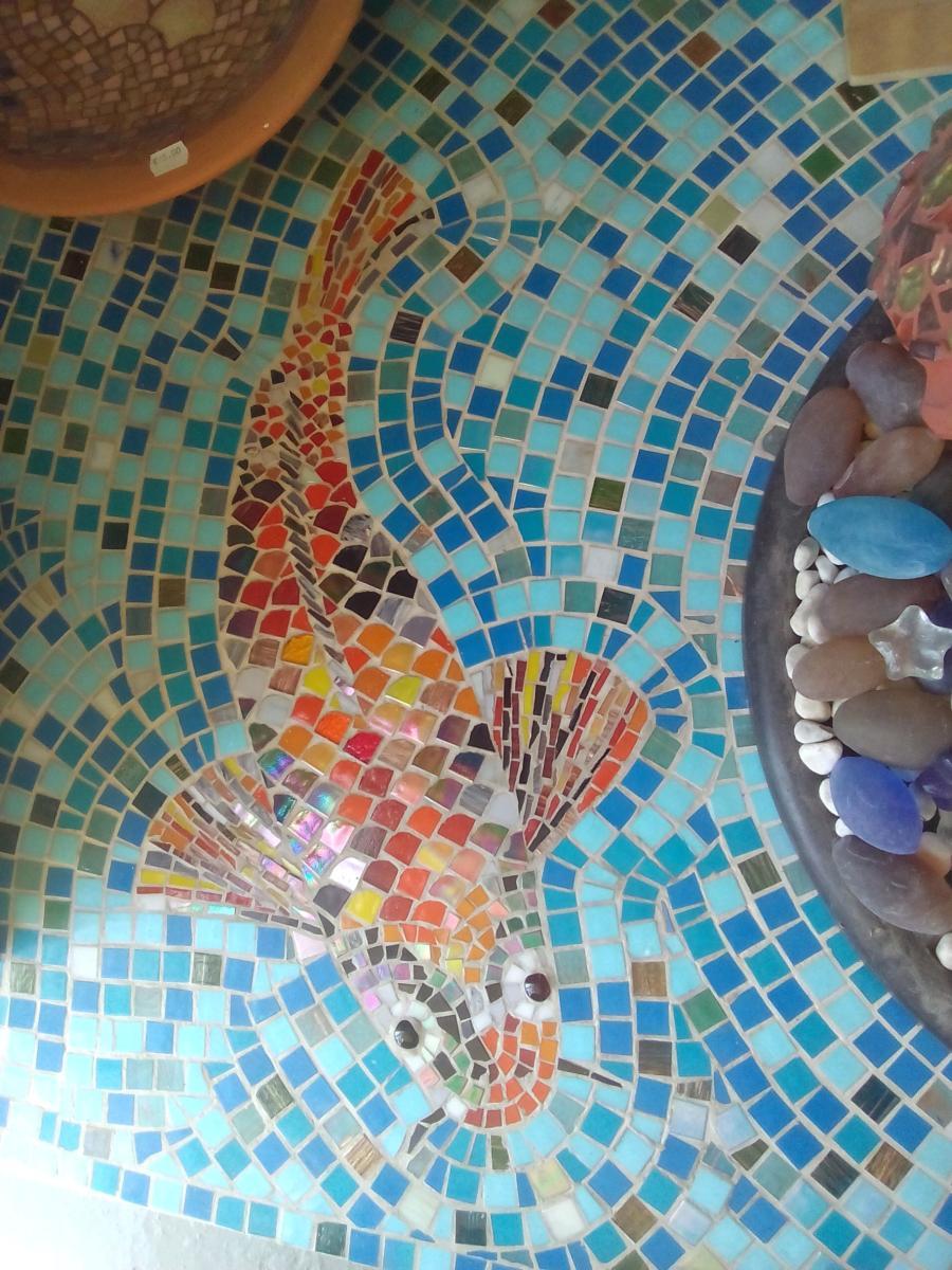 d couvrez des cr ations mod les mosa ques carpe koi de made in mosaic fontaine bassin. Black Bedroom Furniture Sets. Home Design Ideas